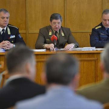 Tábornokok vesztegetési pere - Megkezdődött a vádbeszéd a Debreceni Törvényszéken