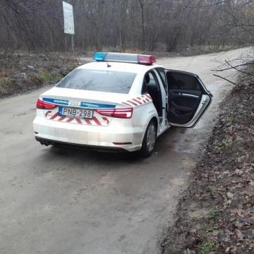 A rendőrök vették le a kötelet az öngyilkosságra készülő nő nyakából