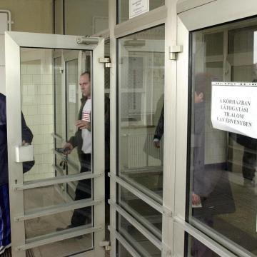 Látogatási tilalom a debreceni Kenézy kórházban