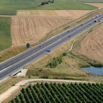 Letették az alapkövét az M7-es autópályát a főúttal összekötő csomópontnak Balatonfőkajárnál