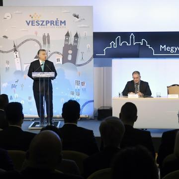 Orbán Viktor Veszprémben: nekünk Magyarország az első