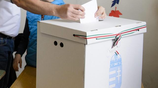 Választás 2018 - Ma kezdik az értesítők kézbesítését
