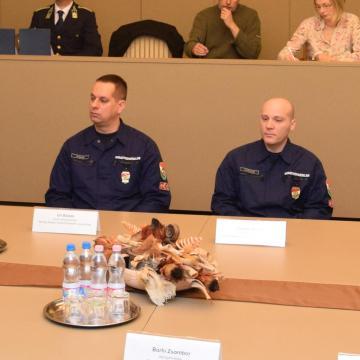 Hős tűzoltók - Testi épségüket kockáztatva védőruha nélkül mentettek