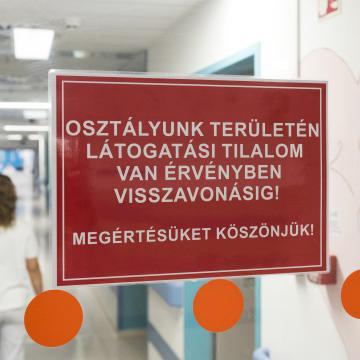 Már hetvenkét kórházban van látogatási tilalom