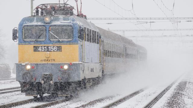 Akár félórát is késhetnek a vonatok