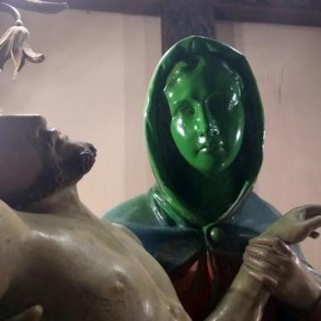 Elfogták a jánoshalmi Szűz Mária-szobrot festékkel lefújó férfit