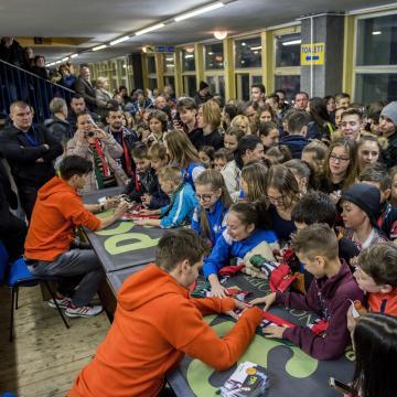 Több mint kétezren köszöntötték az olimpiai bajnok pécsi gyorskorcsolyázókat