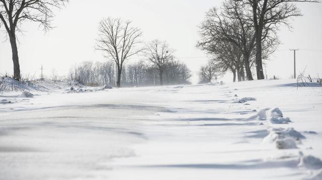 Továbbra is hófúvásra, extrém hidegre figyelmeztet a meteorológiai szolgálat