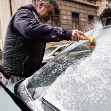 Havazás és ónos eső is várható a tavasz első hétvégéjén