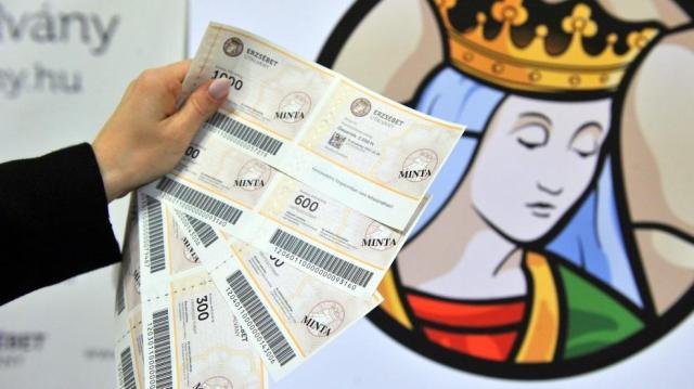 Ismét tízezer forintos Erzsébet-utalványt kaphatnak a nyugdíjasok