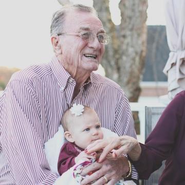 A jó gazdasági teljesítmény teszi lehetővé a nyugdíjasok és a háztartások támogatását