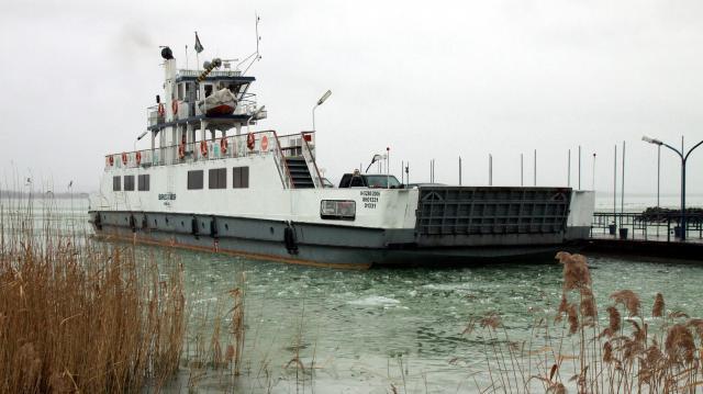 Balatonfüreden kezdődik a hajós szezon és sűrűbben jár a komp szerdától
