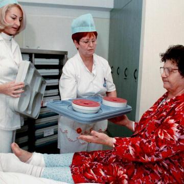 Érkeznek a megemelt fizetések az egészségügyi szakdolgozóknak