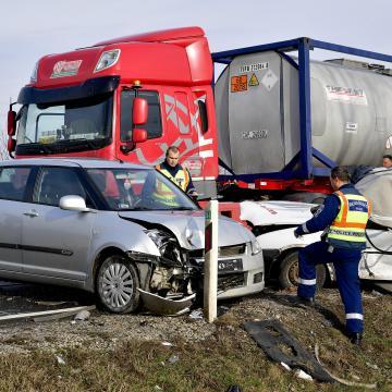 Ketten meghaltak egy sárándi balesetben