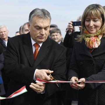 Orbán: agyonnyomná a fejlesztéseinket, ha bevándorlóországgá válnánk