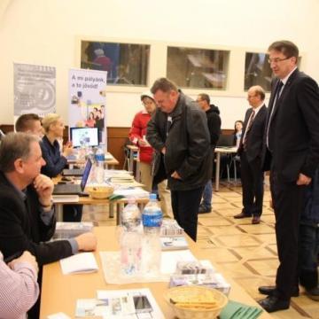 800 különböző munkahelyet kínáltak Esztergomban