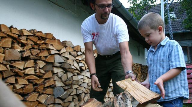A fával fűtők is kapnak plusz támogatást a rendkívüli hideg miatt