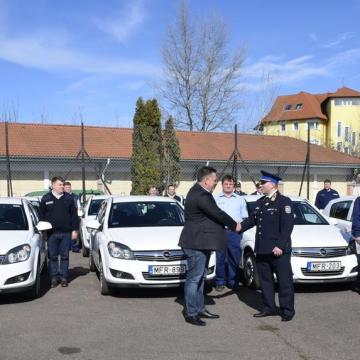 Autókat kaptak a megyei polgárőrök