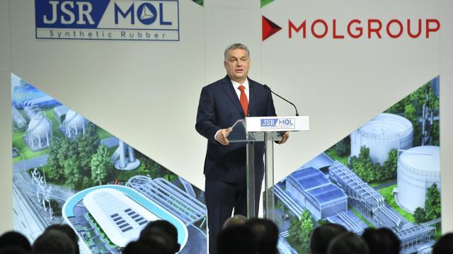 Orbán: Magyarország fejlődik, ezt még a vak is látja
