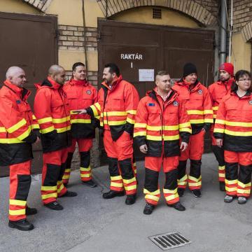 Bemutatták a mentődolgozók új munkaruháit