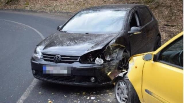 Két autó ütközött a Dobogókői úton