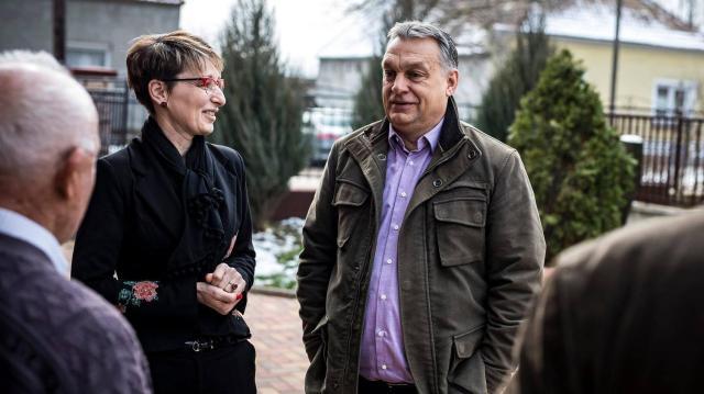 Orbán Viktor Kisbéren: nem az ellenzéki pártokkal, hanem Soros jelöltjeivel kell megküzdeni - VIDEÓVAL