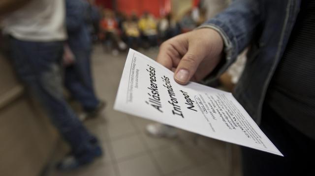 Tovább csökkent februárban az álláskeresők száma
