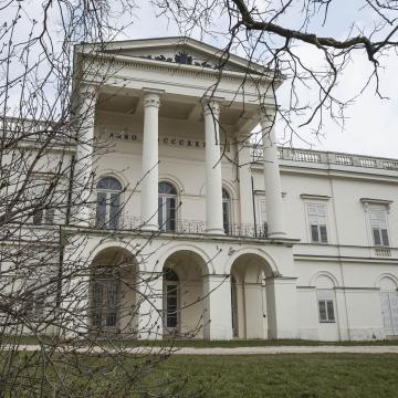 Elkezdődött a bajnai Sándor-Metternich-kastély felújítása