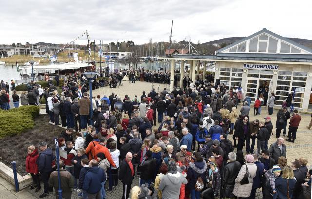Elkezdődött a balatoni hajózási szezon, újdonságokkal várják a vendégeket