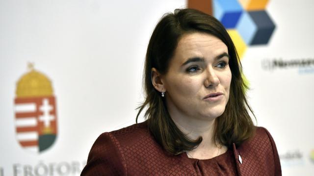 Novák Katalin Pécsen: a gyermekek életkörülményeinek javítása a jövőbe való befektetés