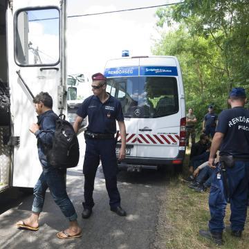 Szerb kamionban megbújva próbáltak Magyarországra bejutni