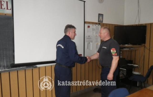 Elismerték négy esztergomi tűzoltó munkáját