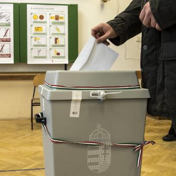 Elkezdődött a választás - Itt szavazhatunk a jelöltekre a szegedi választókerületekben!