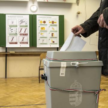 Elkezdődött a választás - Itt szavazhatunk a jelöltekre választókerületünkben!