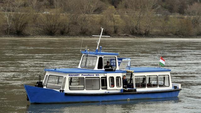 Újraindítja dömösi átkelőhajóját a MAHART
