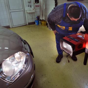 Autószervizekbe látogatnak az adóellenőrök: adótraffipax után nem a büntetés a cél