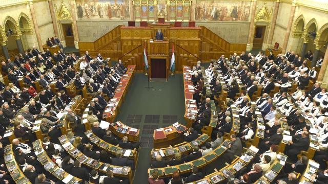Május 7-én alakul meg az új parlament