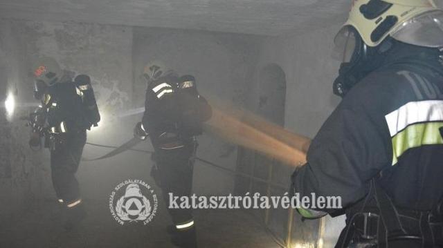 Megszállták a várat a tűzoltók