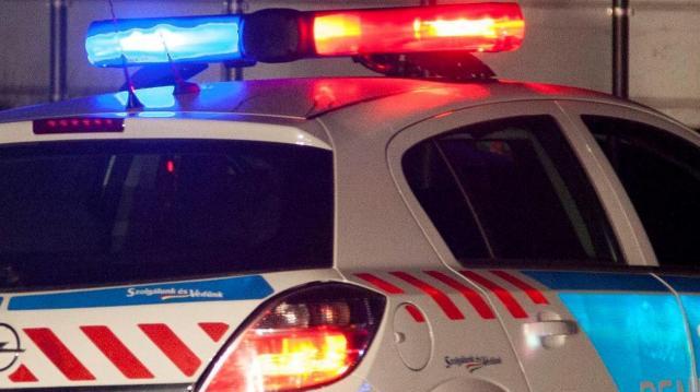 Ittas, dühöngő 16 éves fiú rongált meg egy rendőrkocsit
