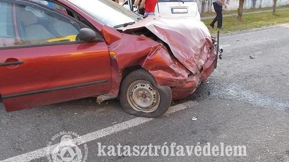 Két autó ütközött Teklafaluban