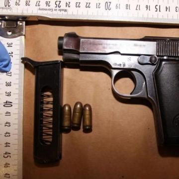 Vádemelési javaslat fegyvercsempészés miatt