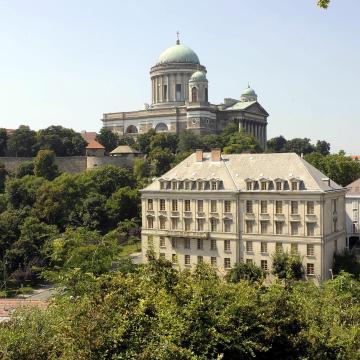 Elkezdődött a PPKE kutatóházának fejlesztése Esztergomban