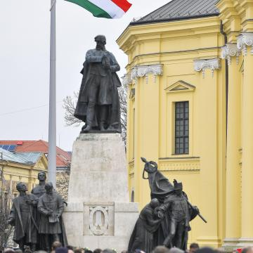 Filmezhető, fotózható a Kossuth-szobor elbontása