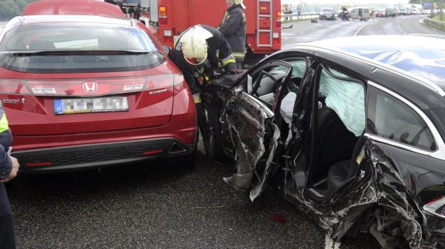 Négy autó összeütközött Újfehértó és Téglás között, ketten megsérültek
