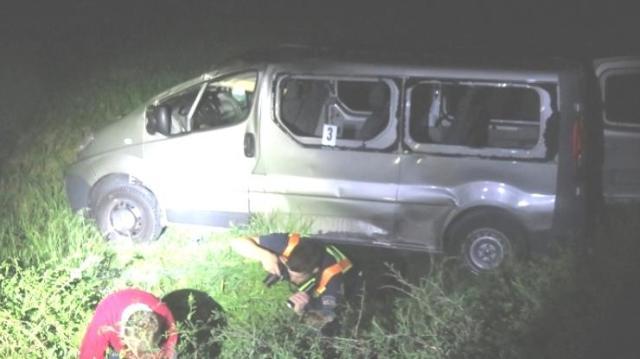 Út melletti szakadékba borult egy kisbusz Bajóton, egy nő meghalt