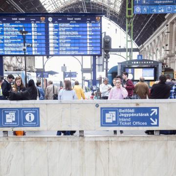 Változik a vonatok menetrendje a hosszú hétvége miatt