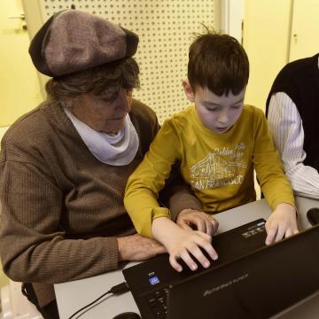 Egyre több 60 év feletti használja az internetet
