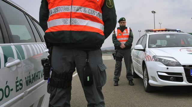 Gyógyszercsempészt fogtak el a pénzügyőrök Röszkén