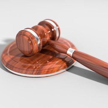 Három erőszakos táskarabló ellen is vádat emeltek