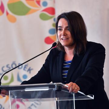 Novák Katalin: kiemelt cél az édesanyák támogatása